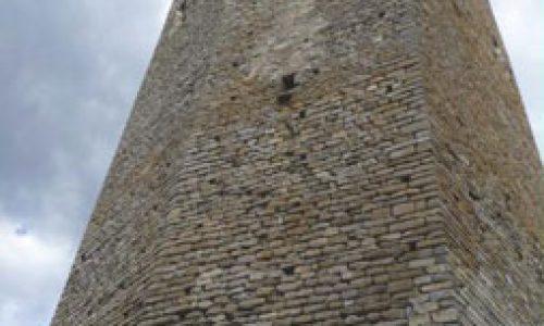 """Petrificar el poder. Revisión cronológica y contextualización social de la arquitectura románica de Ribagorza"""